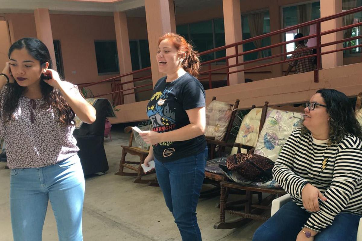 1 / 4 - Alumnos de Psicología visitan el Asilo de Cáritas Xalapa