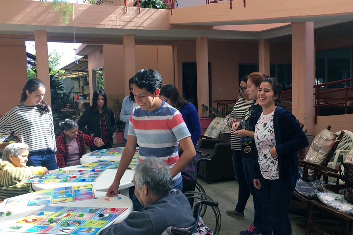 4 / 4 - Alumnos de Psicología visitan el Asilo de Cáritas Xalapa