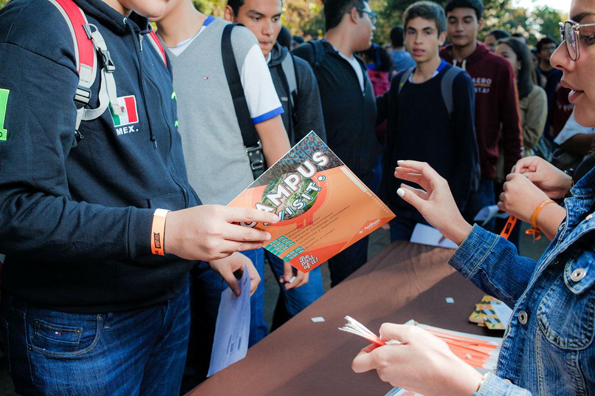 2 / 28 - Los alumnos Anáhuac contagian de entusiasmo el Campus Visit