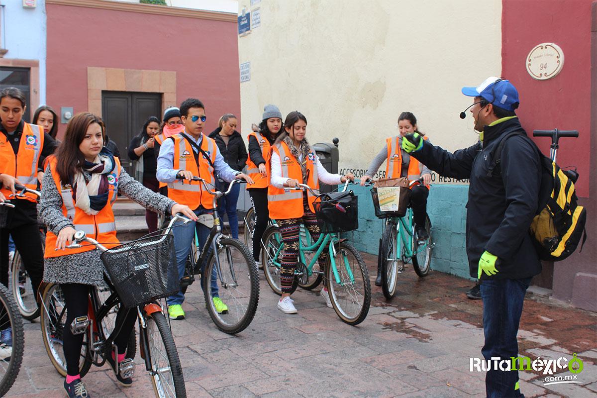6 / 12 - Alumnos de Economía y Negocios viajaron a Querétaro