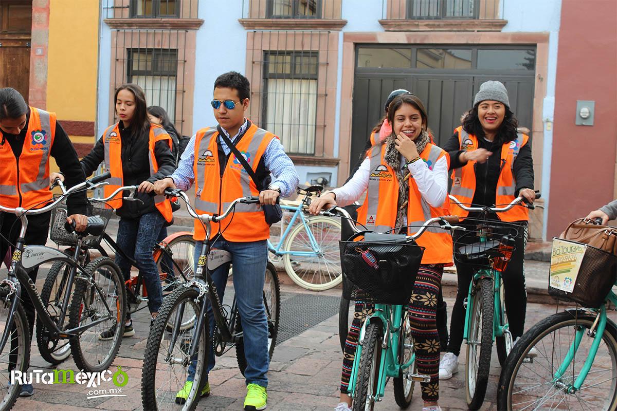 7 / 12 - Alumnos de Economía y Negocios viajaron a Querétaro