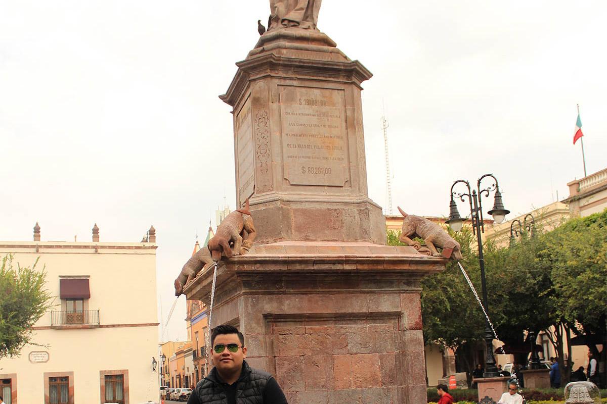 9 / 12 - Alumnos de Economía y Negocios viajaron a Querétaro