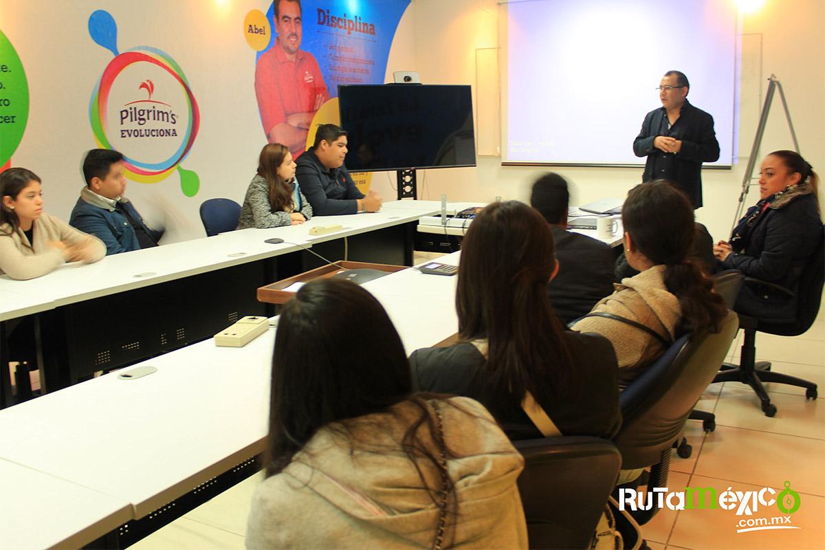 11 / 12 - Alumnos de Economía y Negocios viajaron a Querétaro