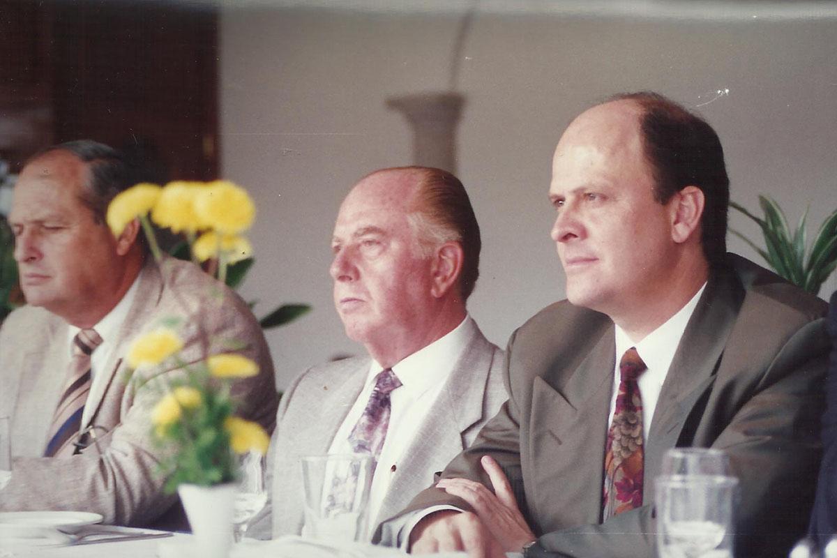3 / 17 - - 1993, Arturo Aguayo y Alberto Barrenechea en la comida de bienvenida.