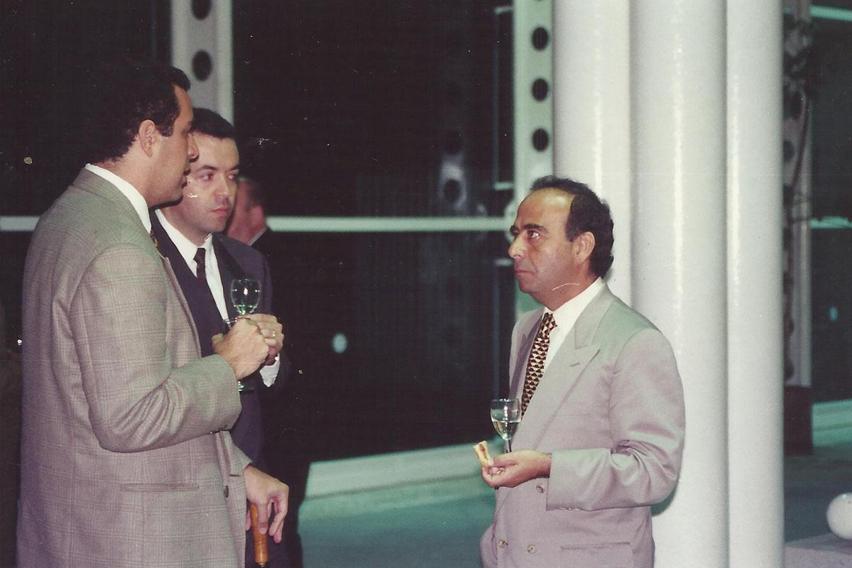 4 / 17 - - 1993, Sr. Alfredo Chedraui, presidente del patronato en el cóctel de apertura.