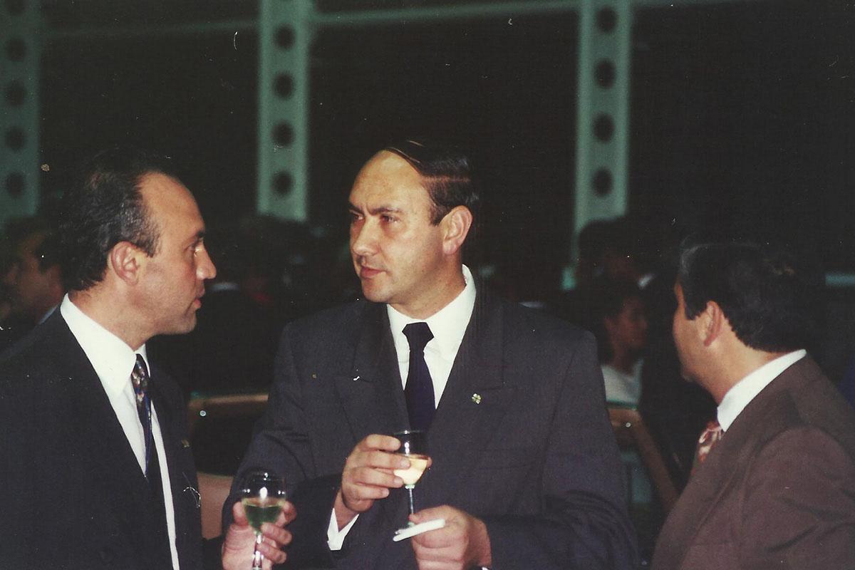 5 / 17 - - 1993, P. Sabin y Mtro. Alejandro Amozurrutia en el brindis de apertura.