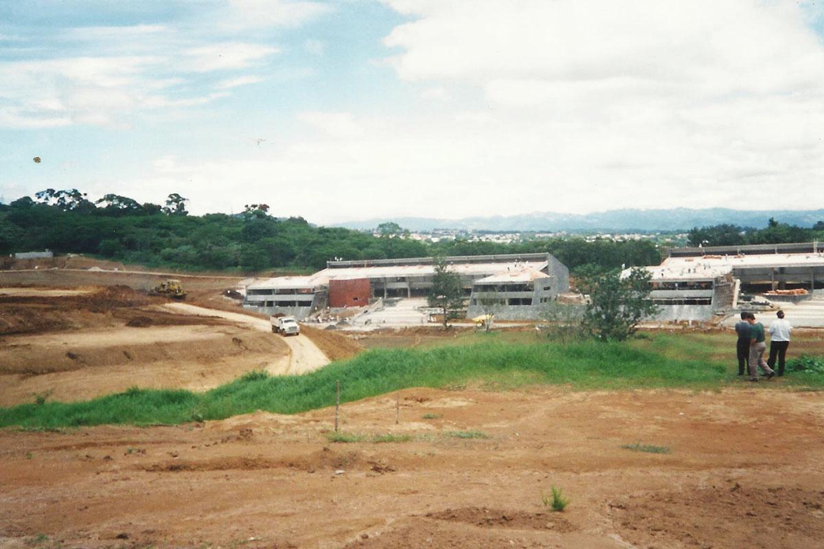 11 / 17 - - 1996, Avances en la construcción.