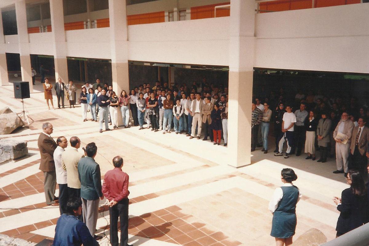 12 / 17 - - 1997, Patronato entrega las nuevas instalaciones.