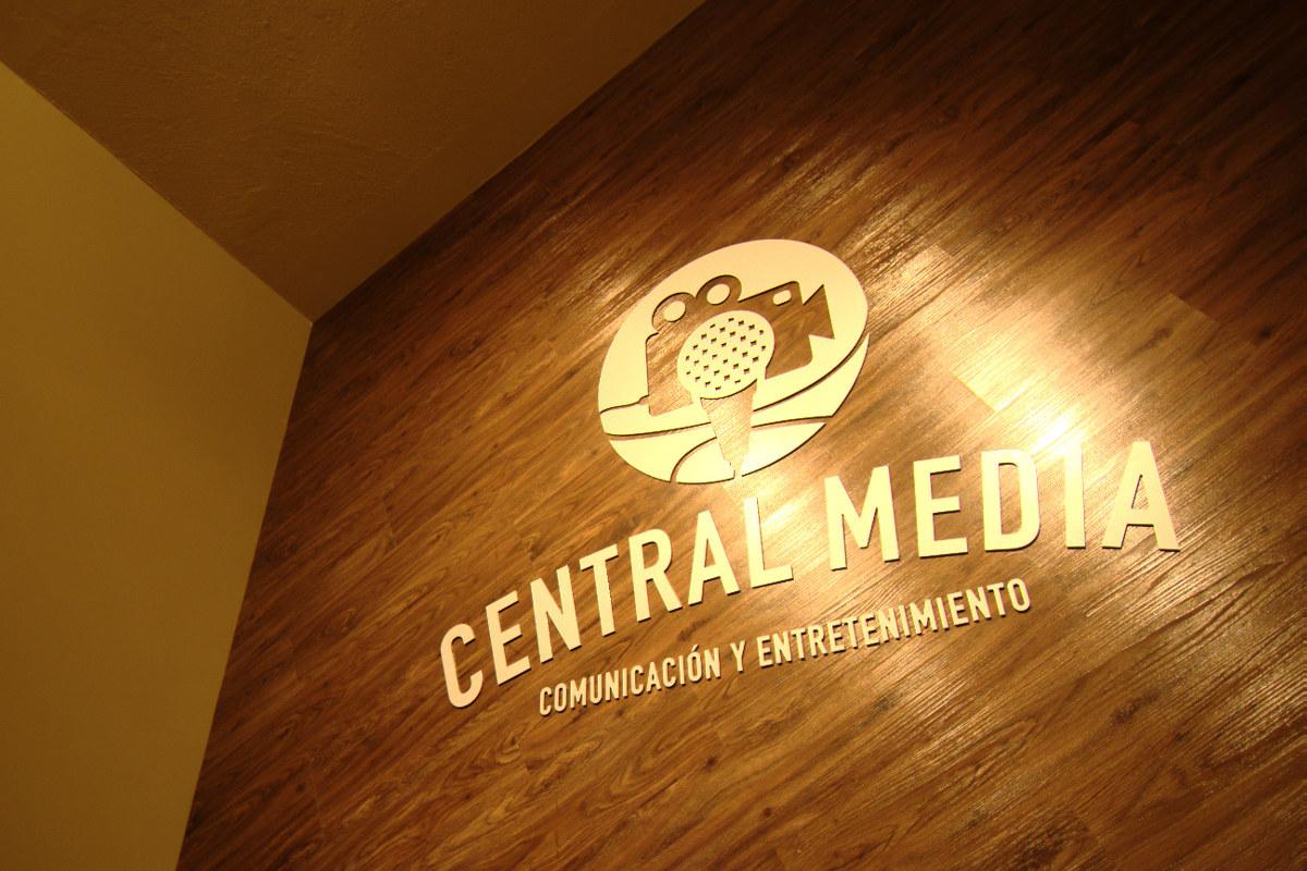 1 / 11 - Central Media