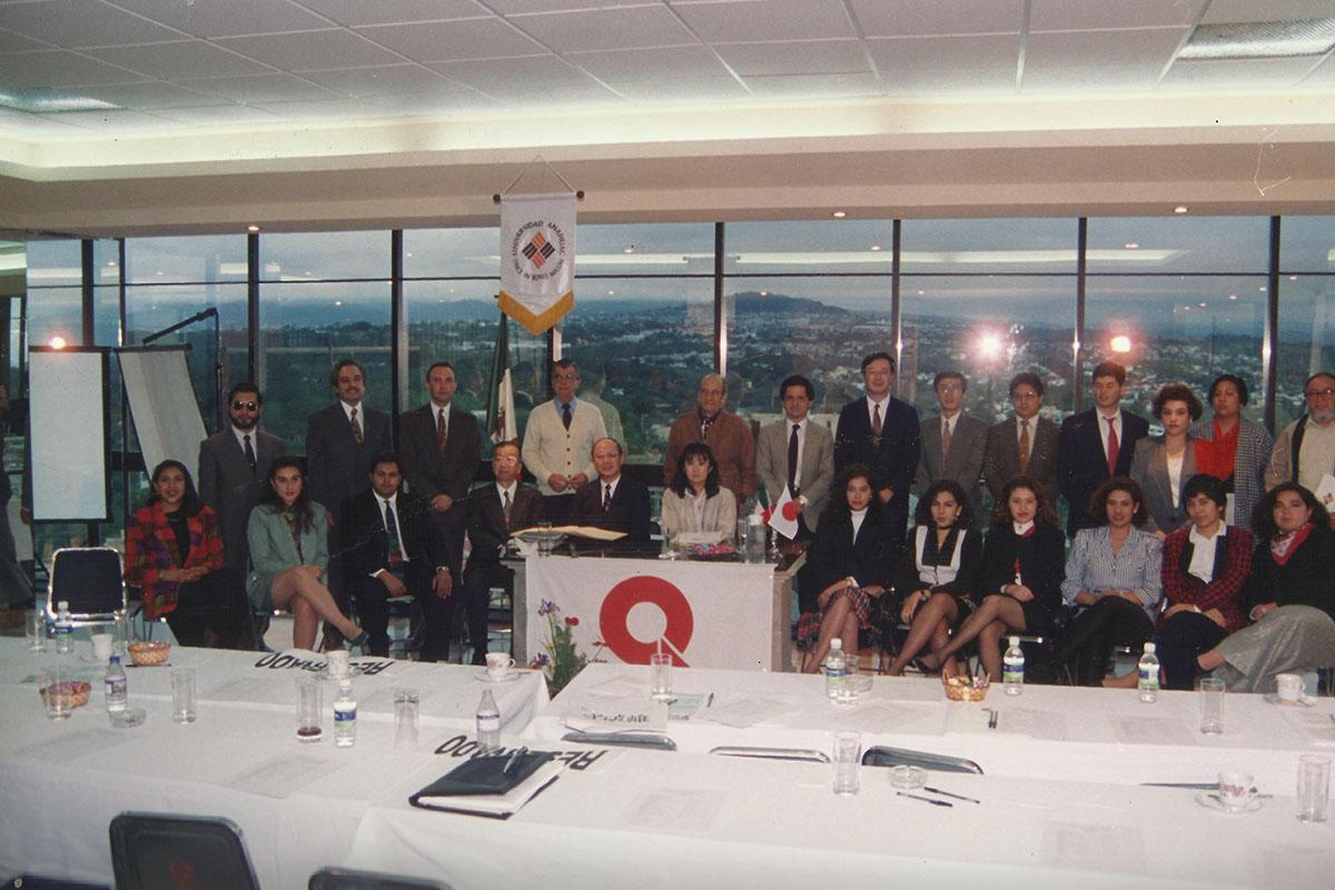 7 / 17 - - 1996, Primeros encuentros con líderes empresariales.