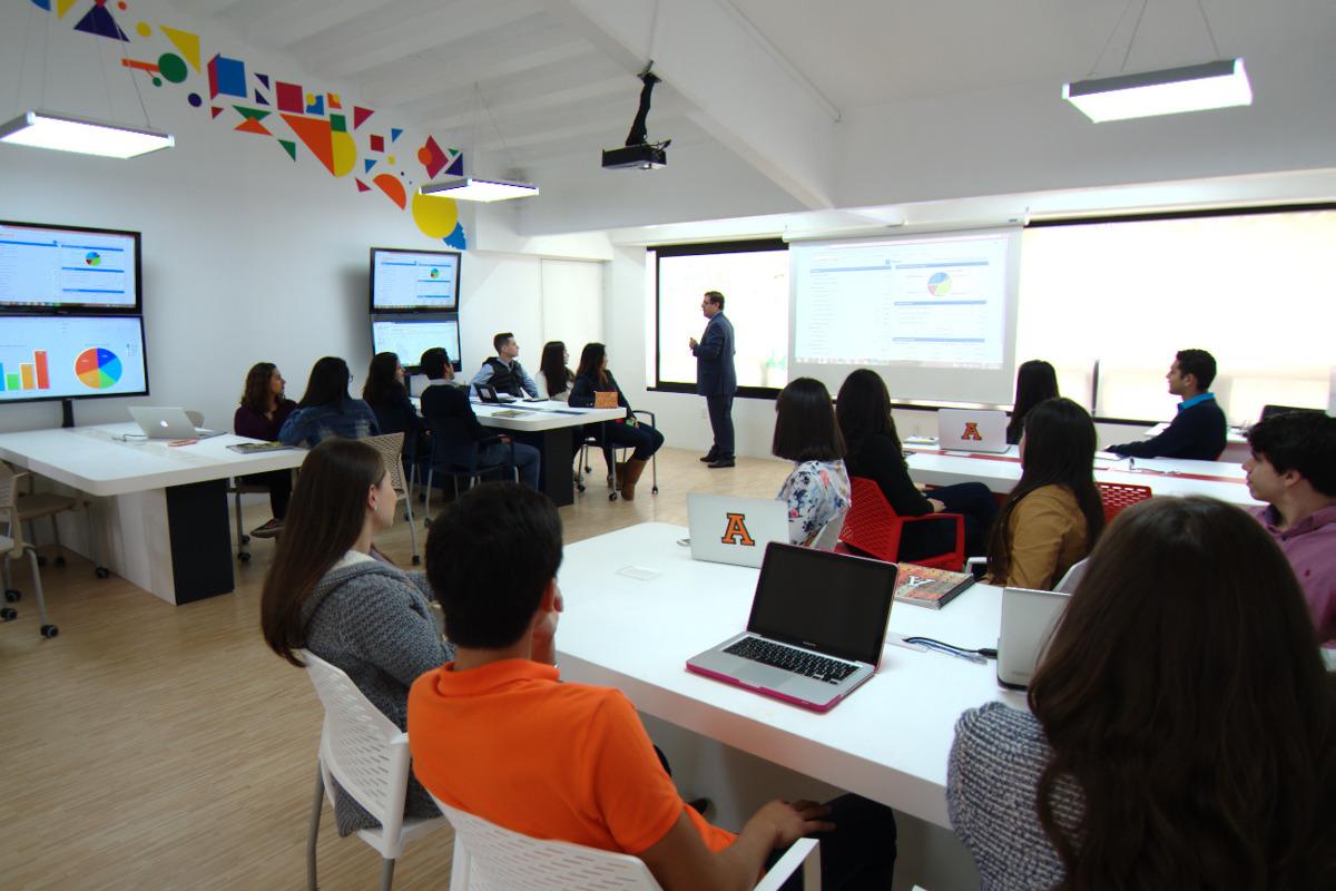 2 / 8 - Management & Innovation Center