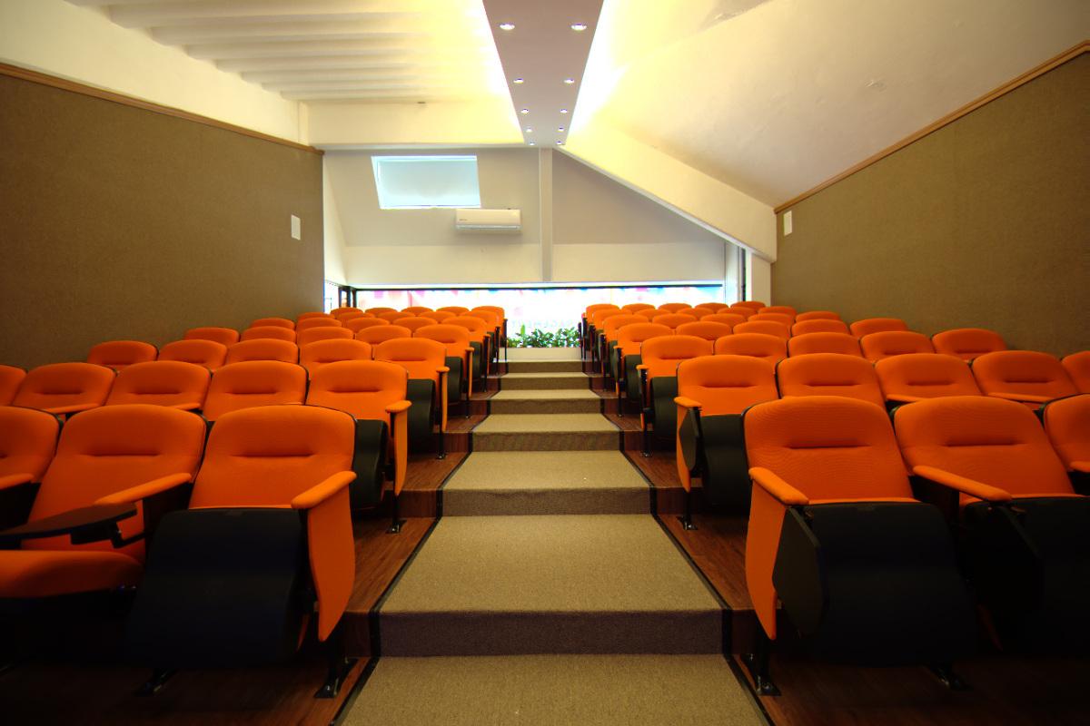 4 / 8 - Management & Innovation Center