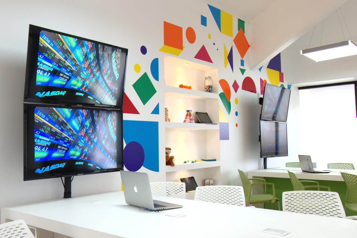 1 / 8 - Management & Innovation Center