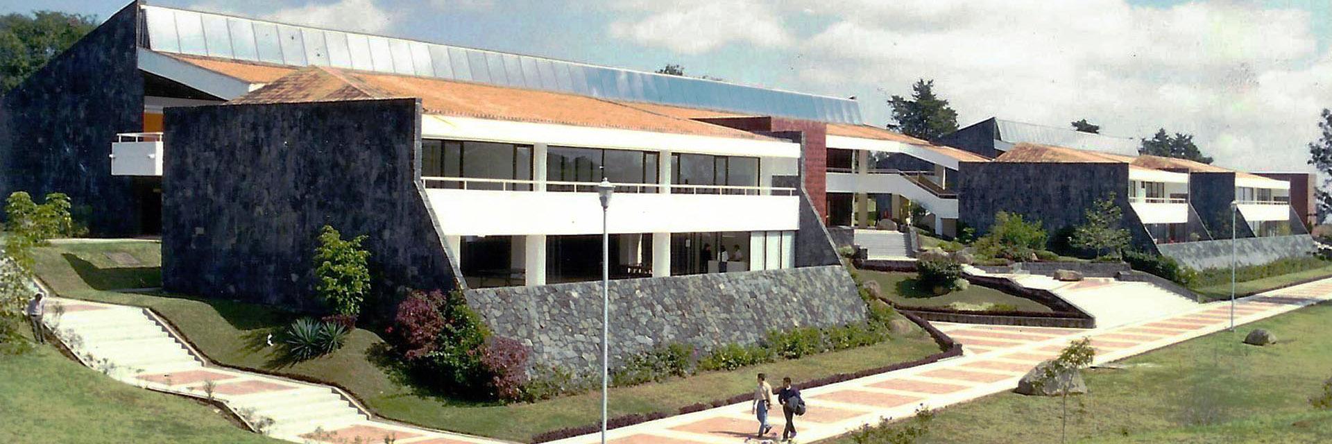 1997 / Primera etapa es entregada.