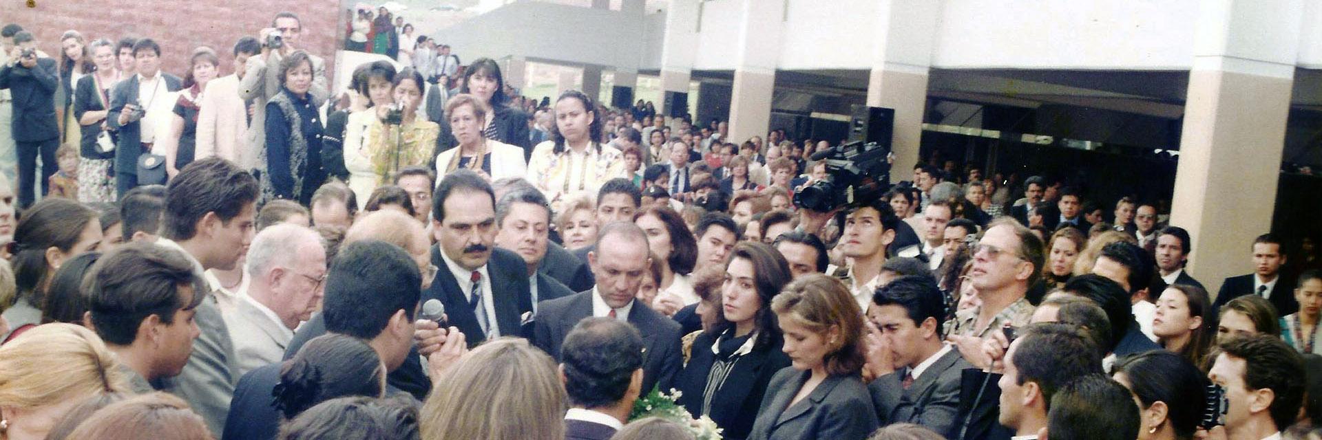 1998 / Autoridades inauguran el Campus.