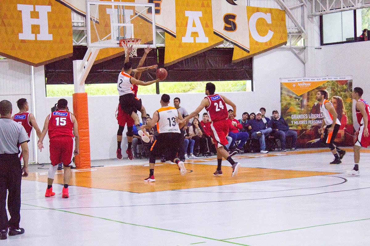 2 / 8 - Debut en Primera División de la Liga ABE