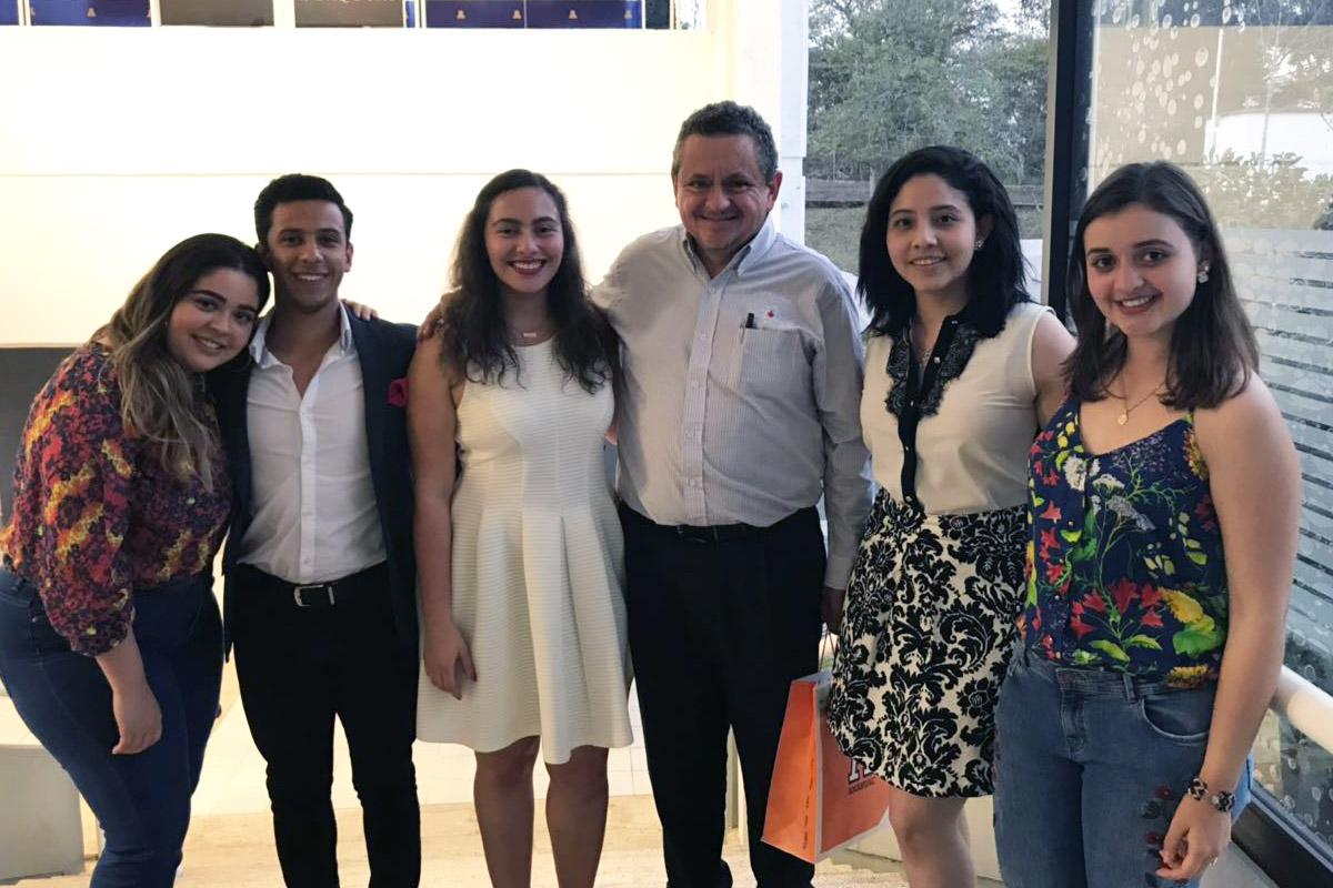 4 / 4 - Nuestra misión, tu satisfacción. Un encuentro con Manuel Cienfuegos