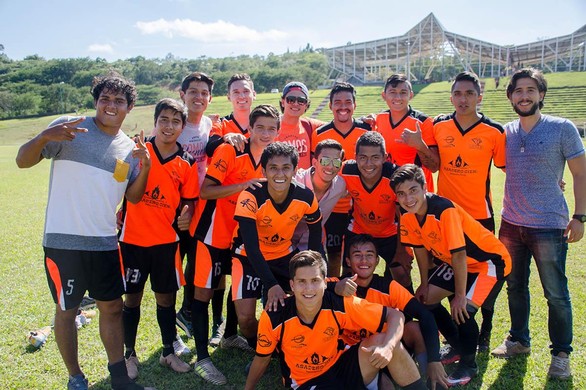 4 / 8 - Victoria en Fútbol y Octava Jornada ABE