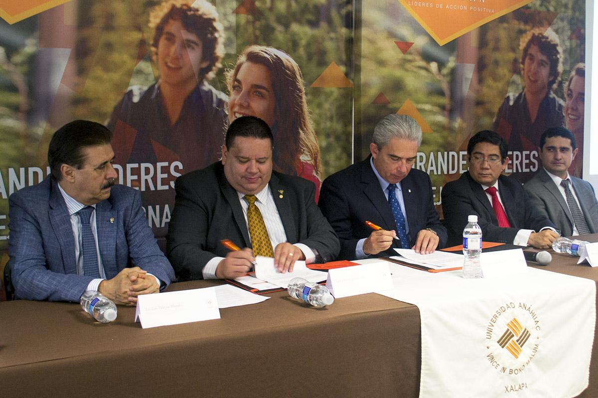 Empresarios participan en firma de Convenio y Conferencia Magna