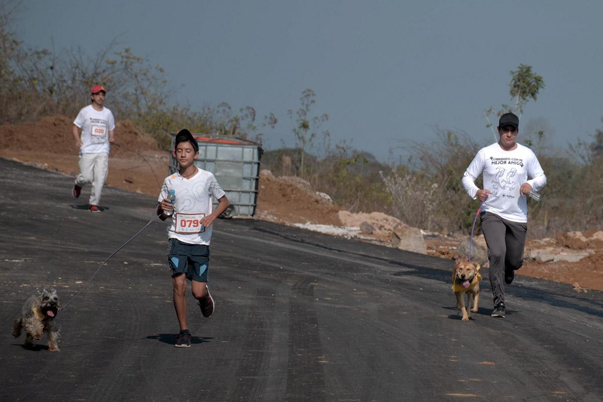 11 / 36 - Corriendo con mi Mejor Amigo: Una Carrera con Causa