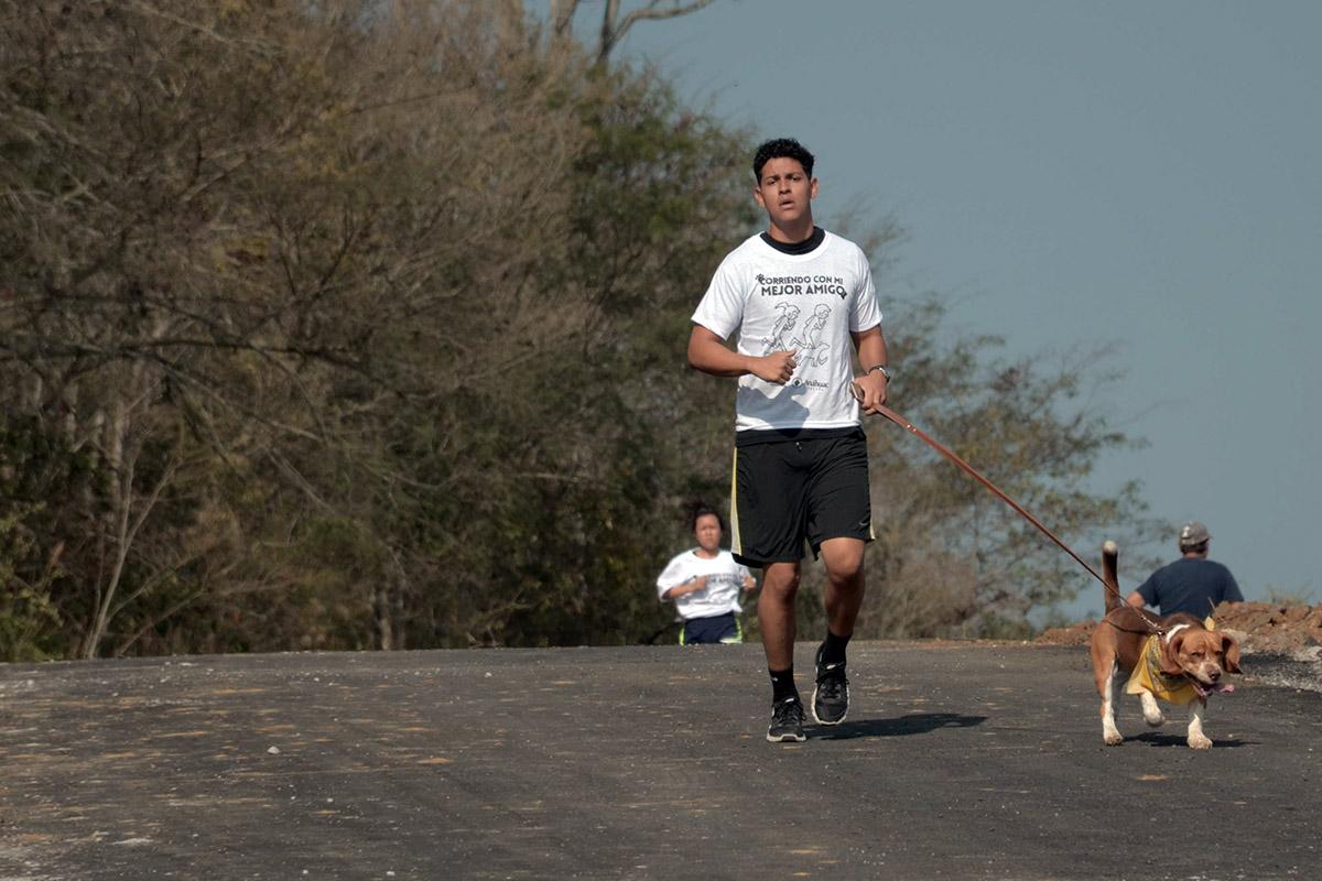 12 / 36 - Corriendo con mi Mejor Amigo: Una Carrera con Causa