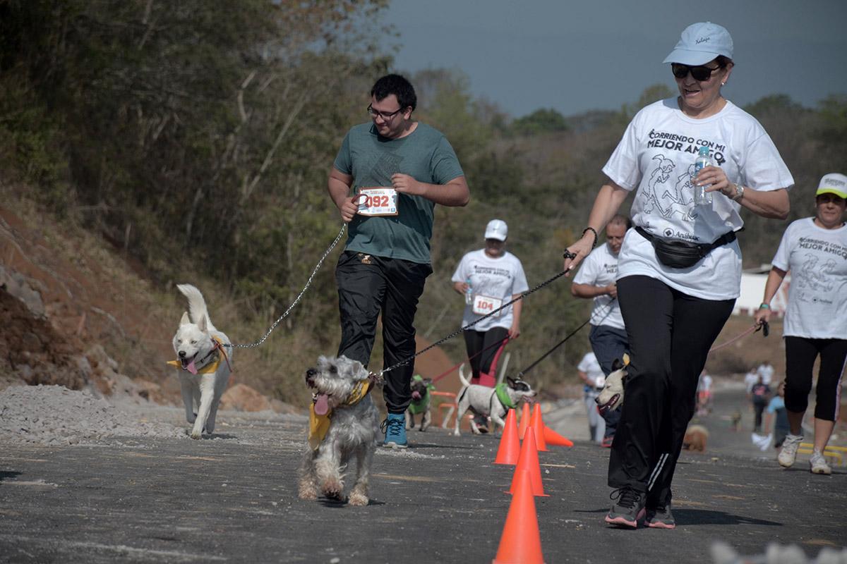 13 / 36 - Corriendo con mi Mejor Amigo: Una Carrera con Causa