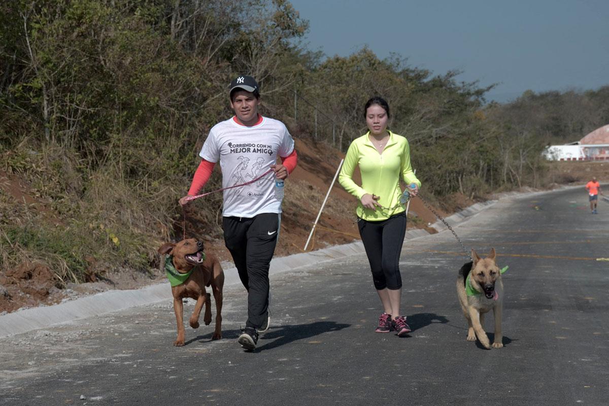 16 / 36 - Corriendo con mi Mejor Amigo: Una Carrera con Causa