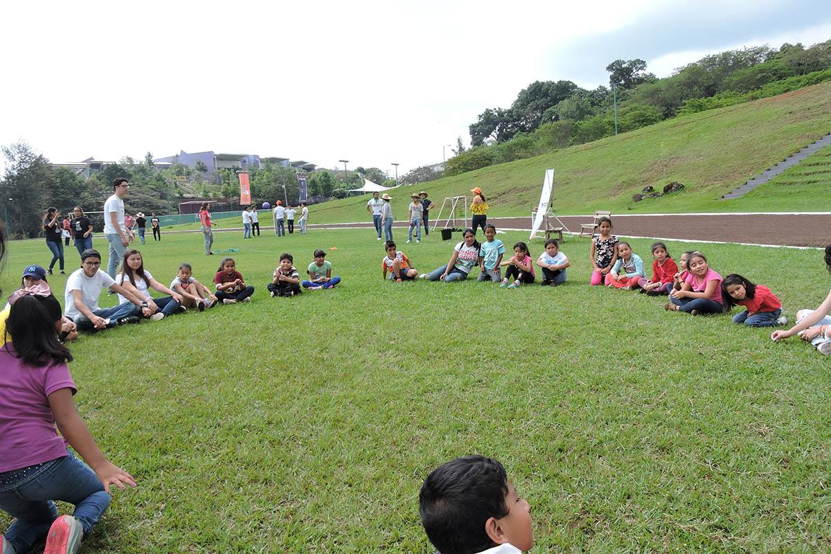 1 / 19 - Celebrando el Día del Niño en la Anáhuac