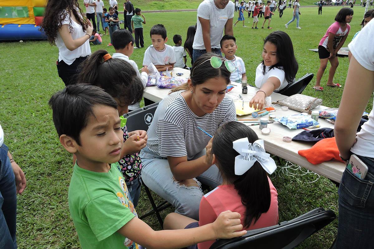 2 / 19 - Celebrando el Día del Niño en la Anáhuac