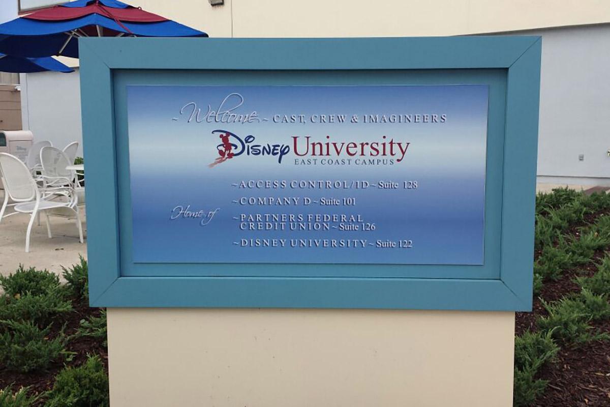 1 / 4 - Alumnas participan en el Disney International College Program