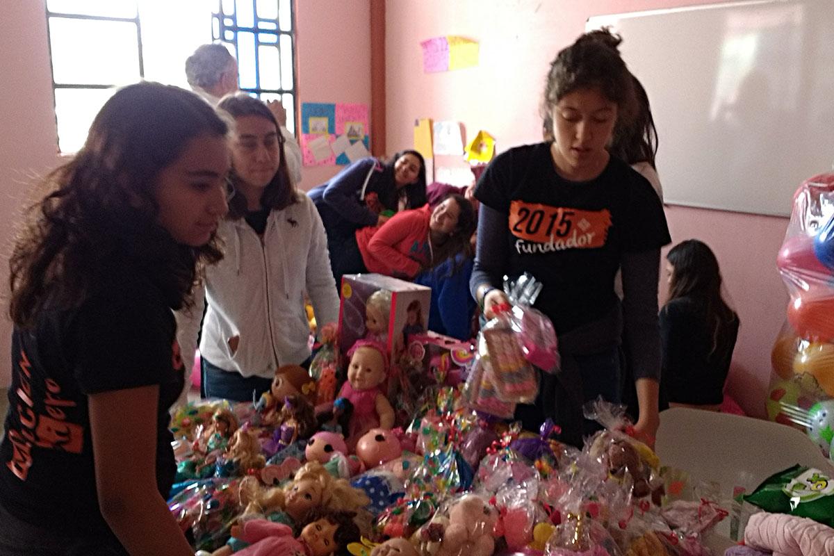 2 / 20 - Entrega de juguetes en la comunidad de Ayahualulco