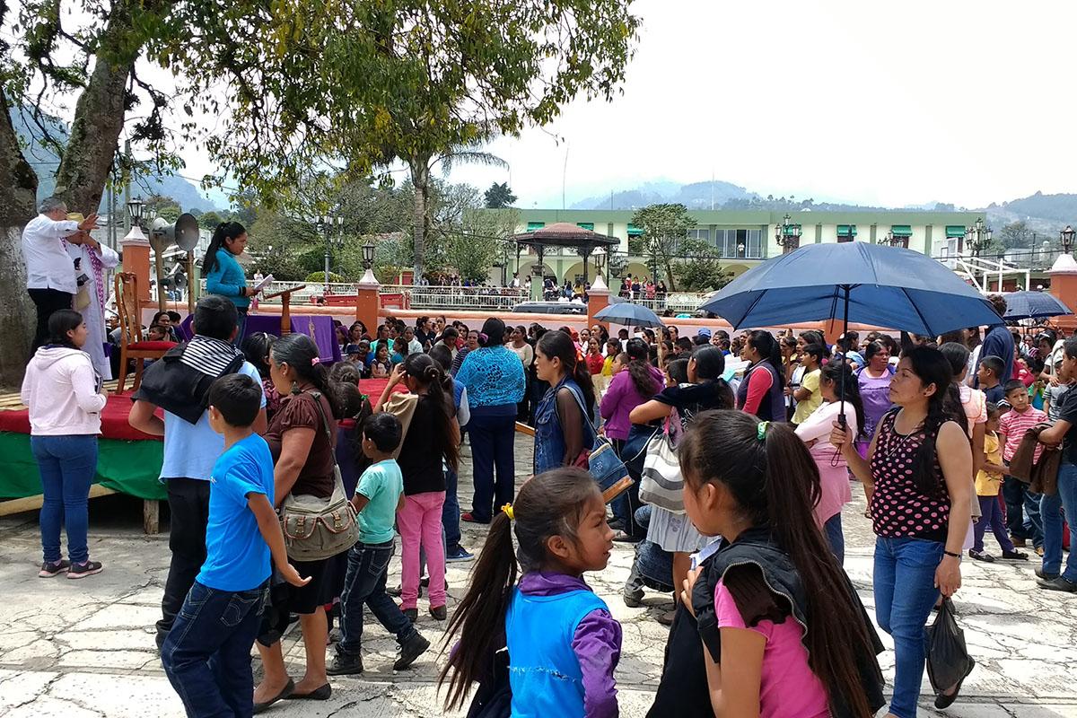 6 / 20 - Entrega de juguetes en la comunidad de Ayahualulco