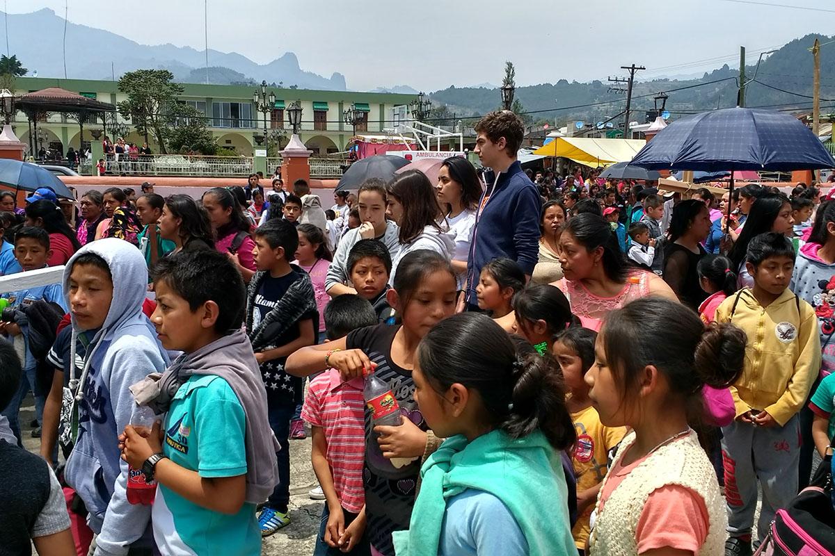 7 / 20 - Entrega de juguetes en la comunidad de Ayahualulco