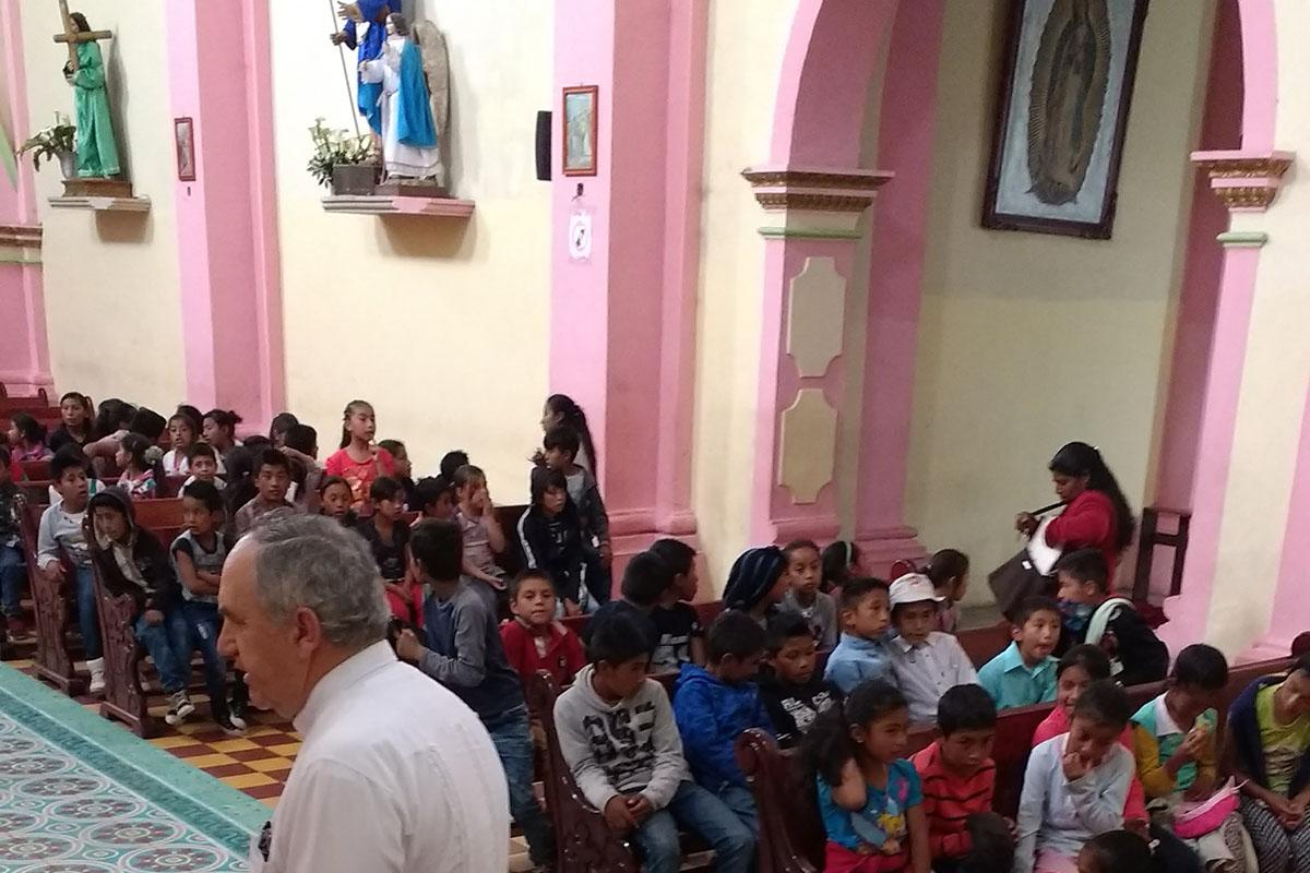 8 / 20 - Entrega de juguetes en la comunidad de Ayahualulco