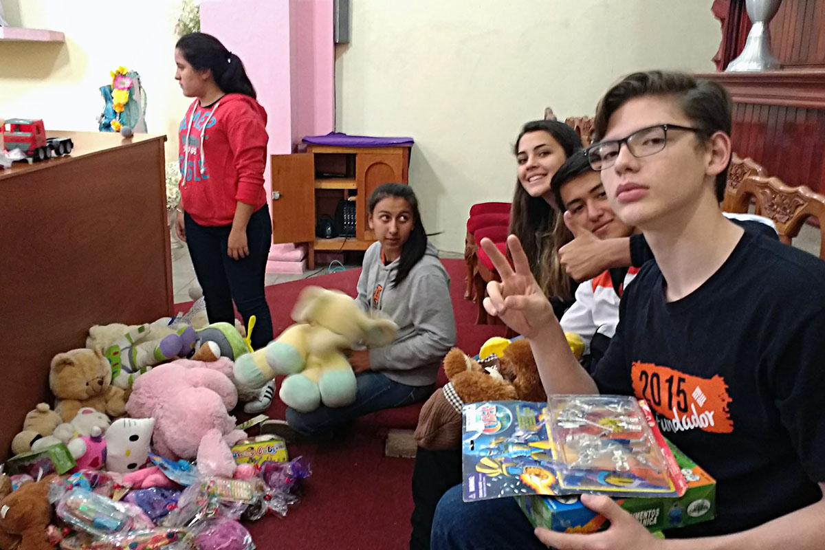 13 / 20 - Entrega de juguetes en la comunidad de Ayahualulco