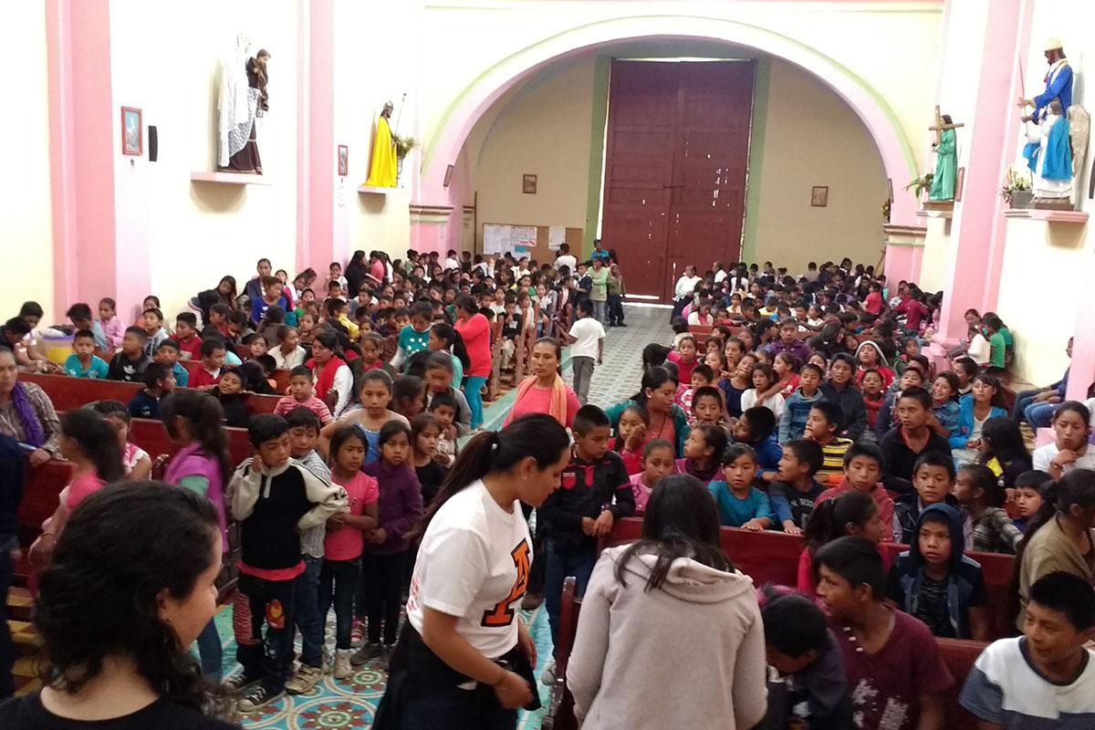 14 / 20 - Entrega de juguetes en la comunidad de Ayahualulco