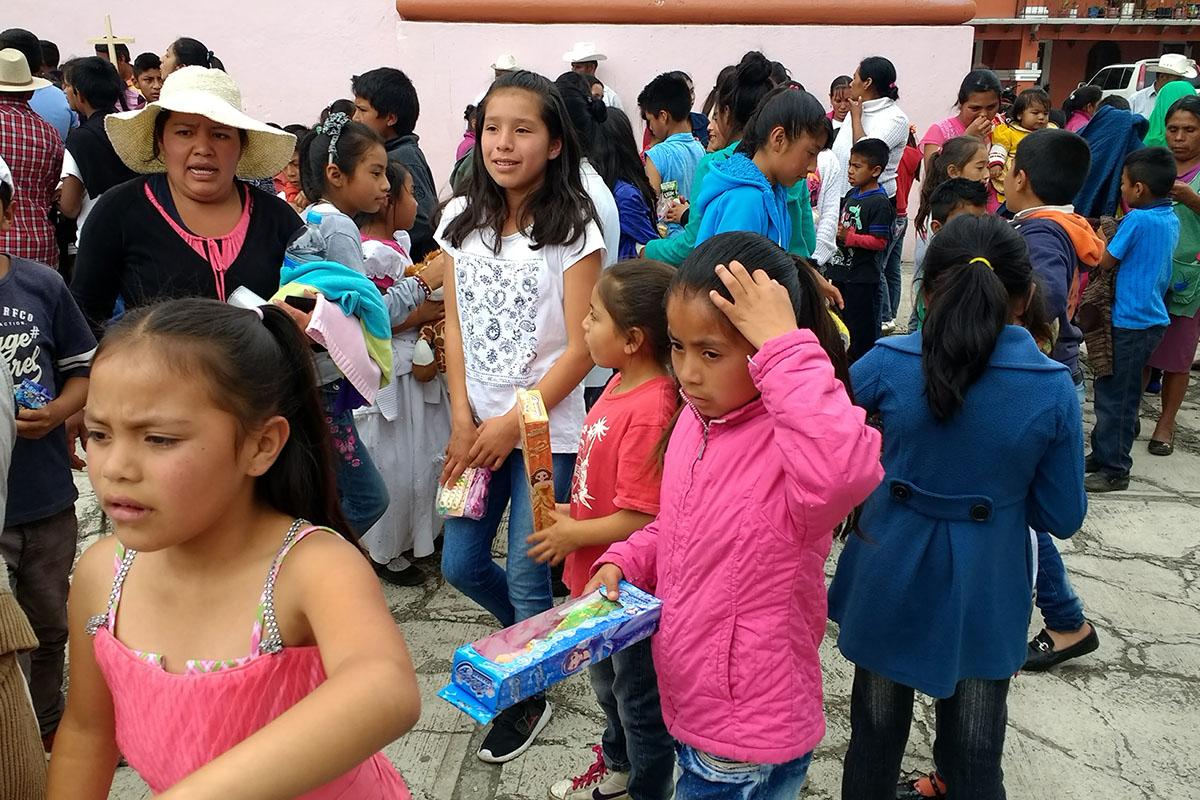 17 / 20 - Entrega de juguetes en la comunidad de Ayahualulco