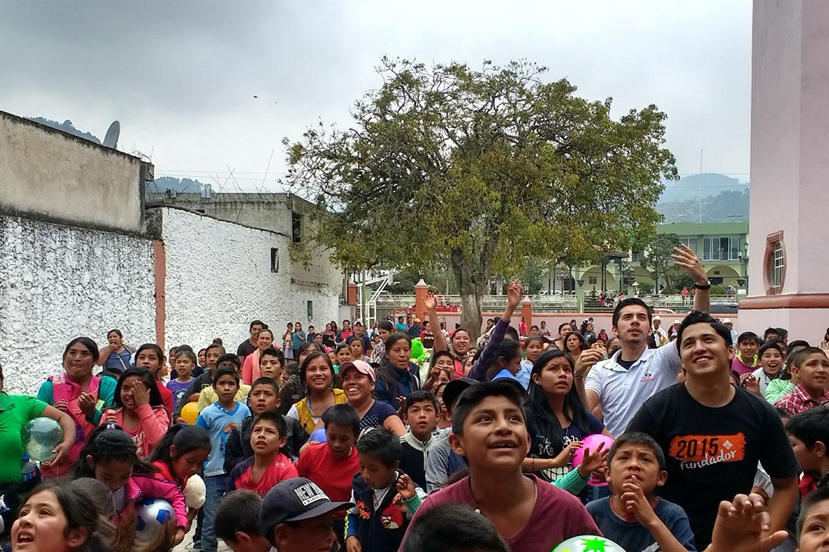 18 / 20 - Entrega de juguetes en la comunidad de Ayahualulco