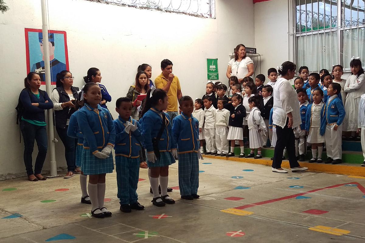1 / 4 - El Jardín Juan Escutia participa en las campañas de reciclado de Ingeniería