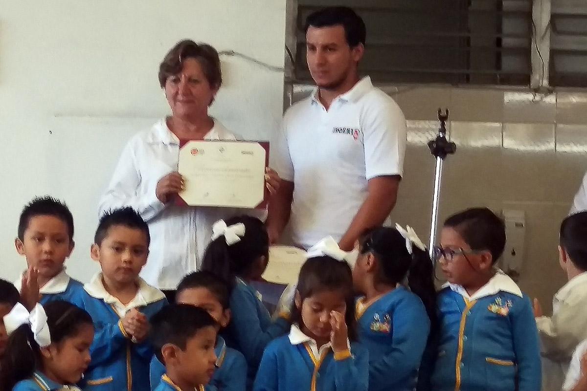 3 / 4 - El Jardín Juan Escutia participa en las campañas de reciclado de Ingeniería