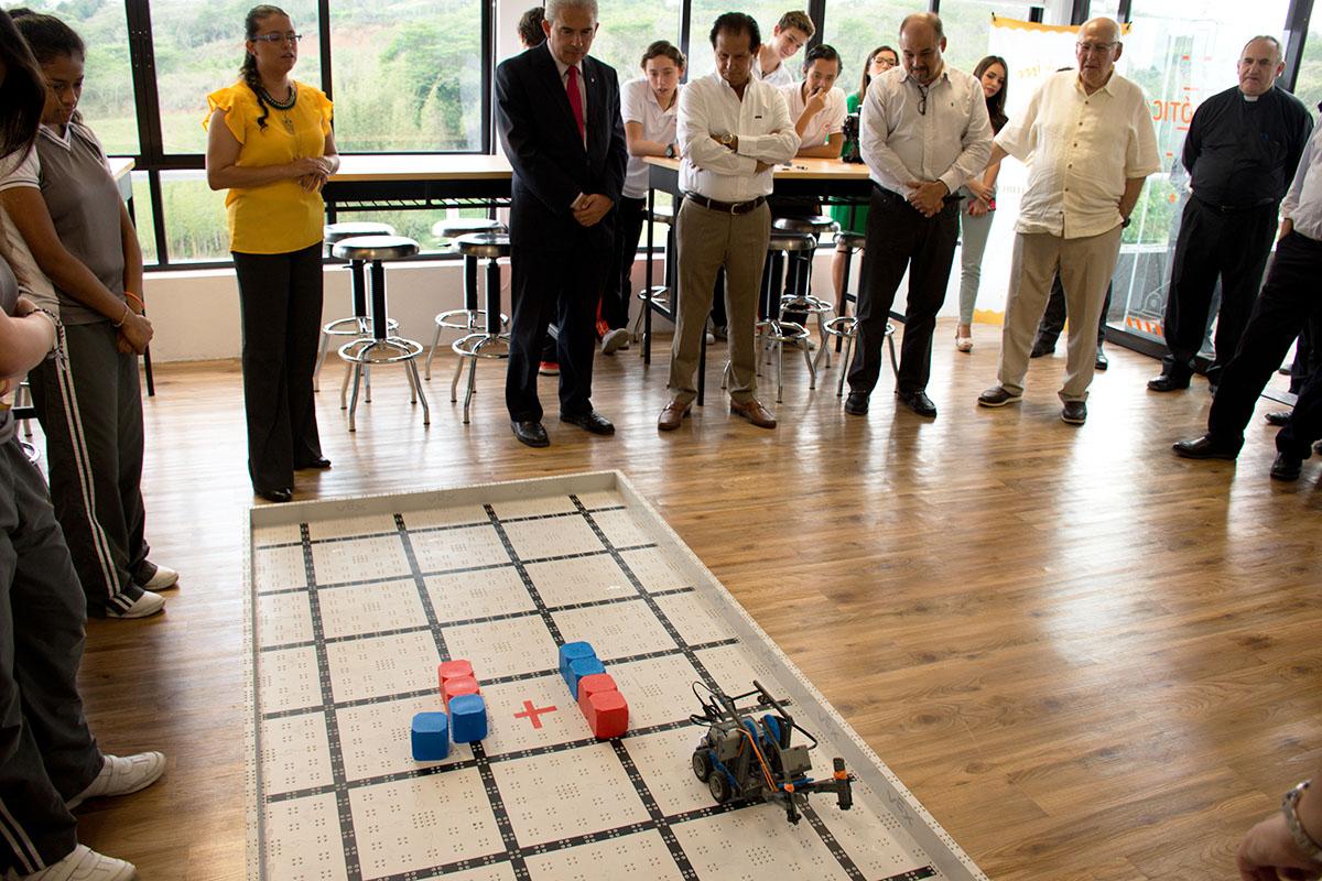 11 / 15 - Patronato de la UAX inaugura Laboratorios de Bachillerato Anáhuac