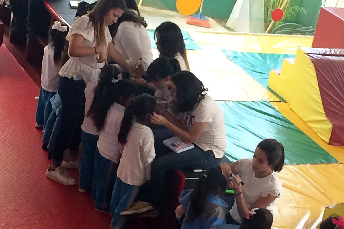 1 / 8 - Soñar Despierto y ASUA festejan a más de 250 niños en su día