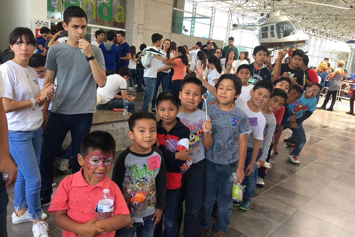 2 / 8 - Soñar Despierto y ASUA festejan a más de 250 niños en su día