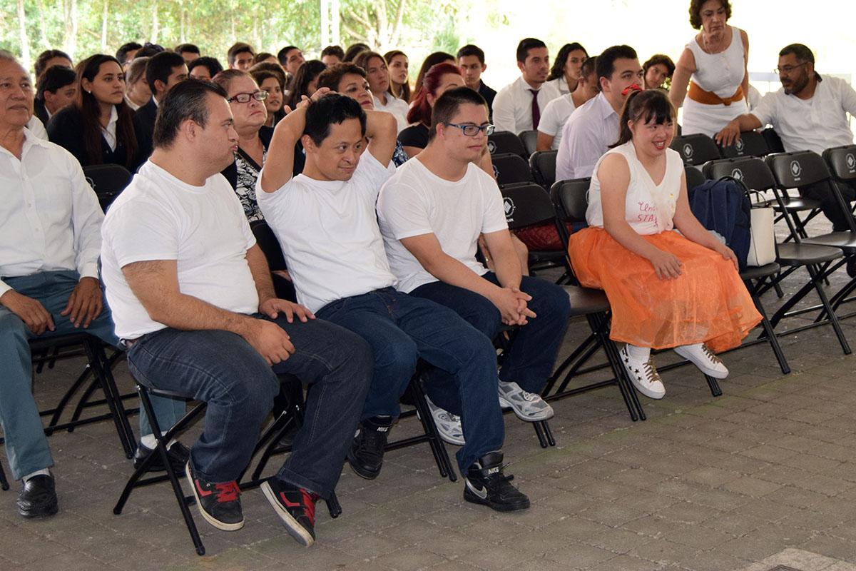 2 / 16 - Visita del Instituto Down de Xalapa