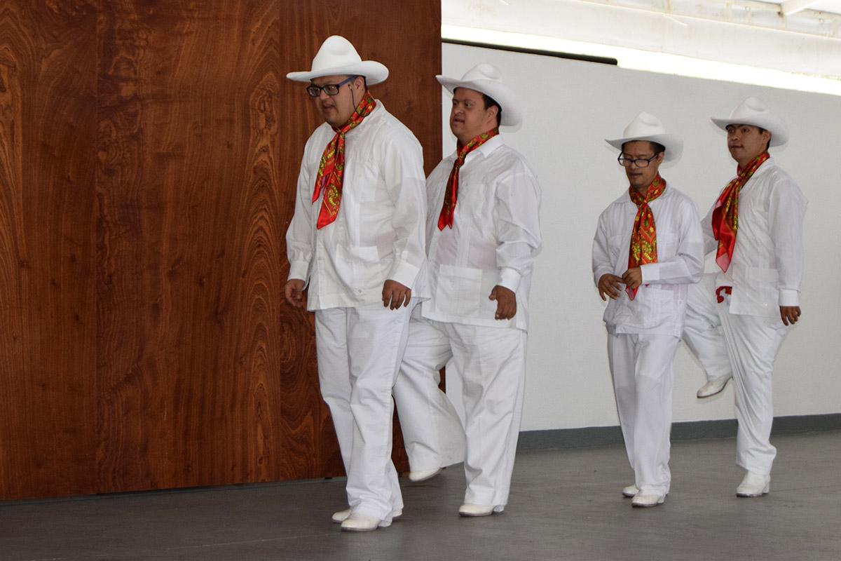 4 / 16 - Visita del Instituto Down de Xalapa