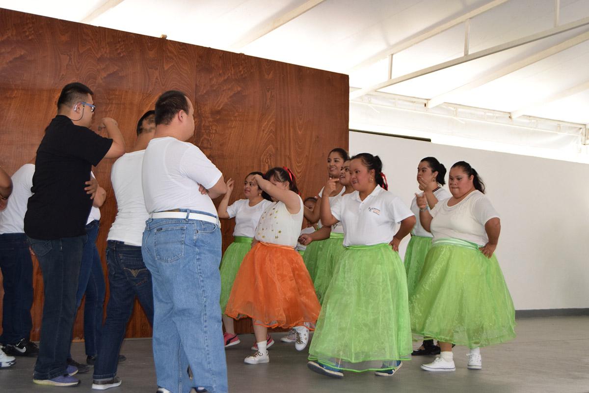 8 / 16 - Visita del Instituto Down de Xalapa