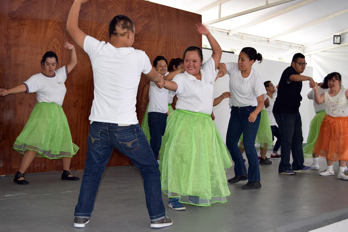 9 / 16 - Visita del Instituto Down de Xalapa