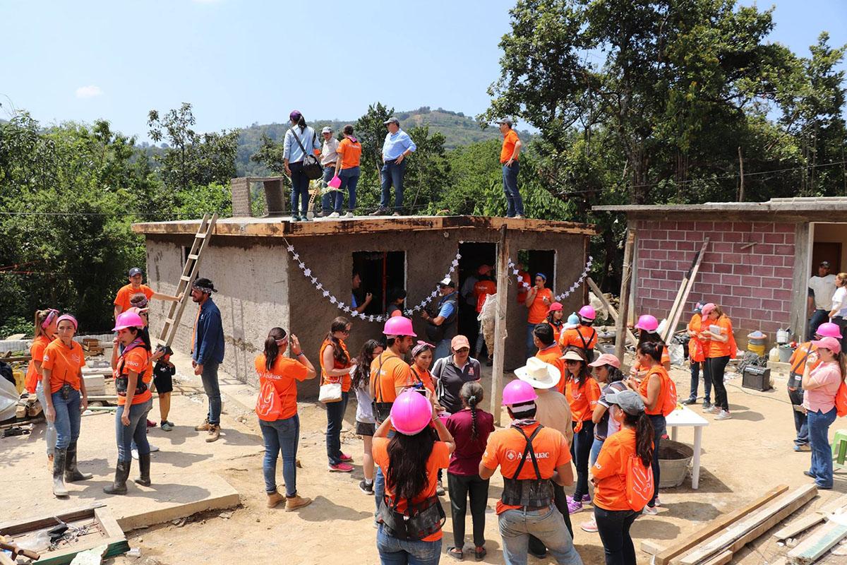 7 / 10 - ASUA Construye entrega casas en San Antonio Alpanocan