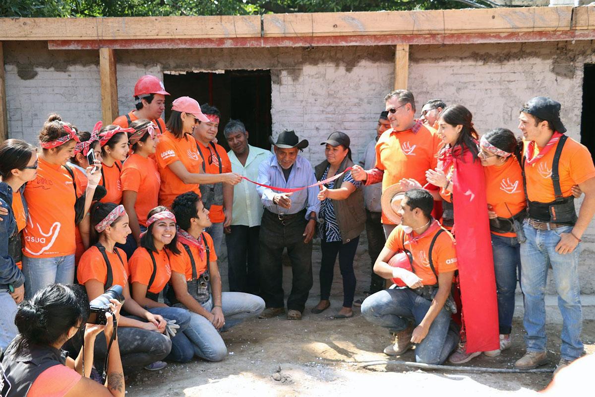 8 / 10 - ASUA Construye entrega casas en San Antonio Alpanocan