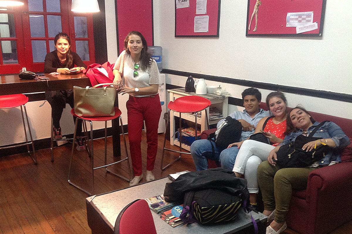 2 / 5 - Alumnos de Comunicación viajan a Argentina